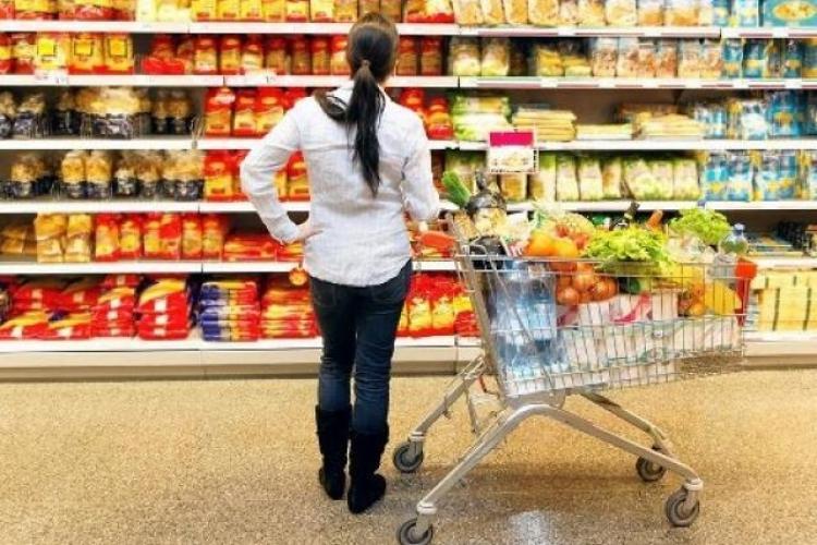 Cât cheltuie românii din buget pe hrană. Procentul a UIMITOR