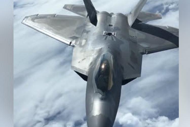 Imagini incredibile cu un F22 - Raptor alimentat în zbor - VIDEO