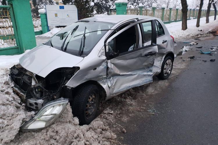 Accident pe Bulevardul Muncii! Un șofer din Covasna a pierdut controlul - FOTO