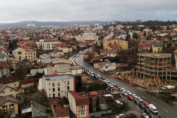 Orașul SMART. Coloană de mașini la coborâre pe Calea Turzii - FOTO