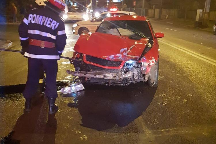 """Accident pe strada Traian Vuia filmat LIVE. A ieșit în """"orb"""" în drumul principal - VIDEO"""