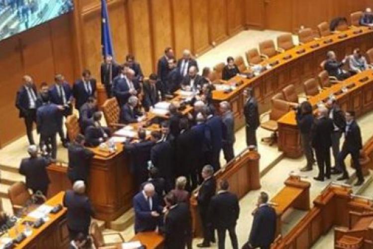 """Cătălin Rădulescu, deputatul """"mitralieră, în Parlament: """"Lasă-ne, mă, cu poporul"""""""