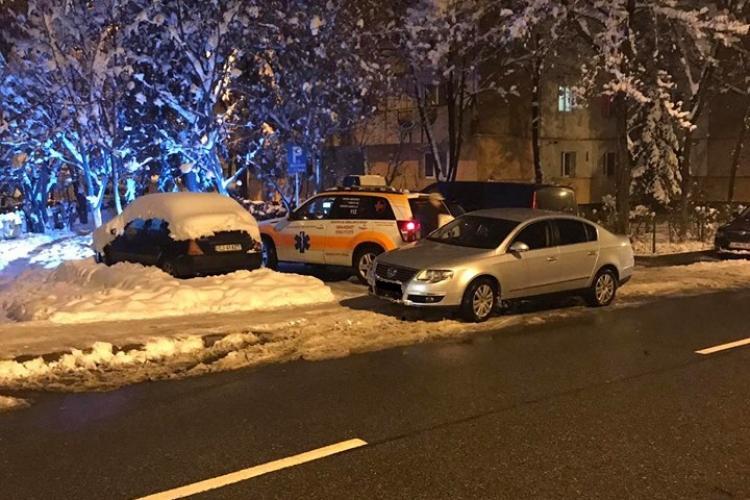 Parcare la Cluj: A blocat ambulanța și a plecat - FOTO