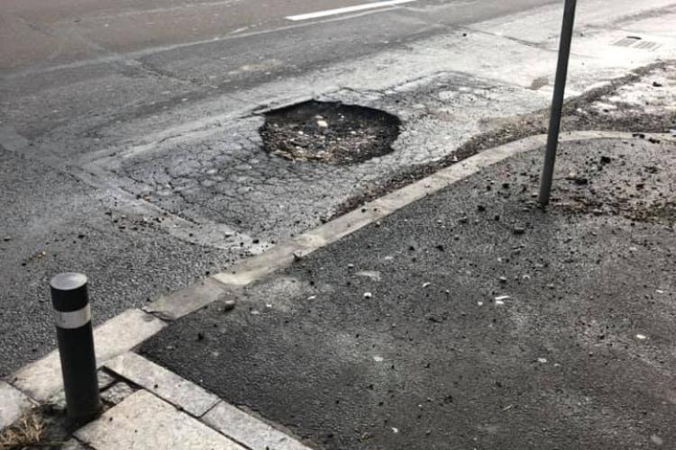 """Un """"asteroid"""" a căzut în fața Platinia Cluj - FOTO"""
