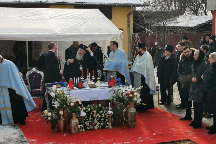 Mitropolitul Clujului a condus slujba de înmormântare a bulibașei romilor din Gilău - FOTO