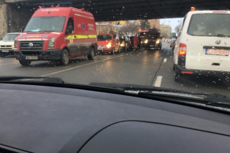 Accident cu două victime în Mănăștur. Traficul spre Florești este blocat pe o bandă FOTO