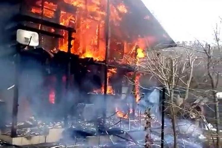 Incendiu pe strada Donath. A luat foc o casă - VIDEO