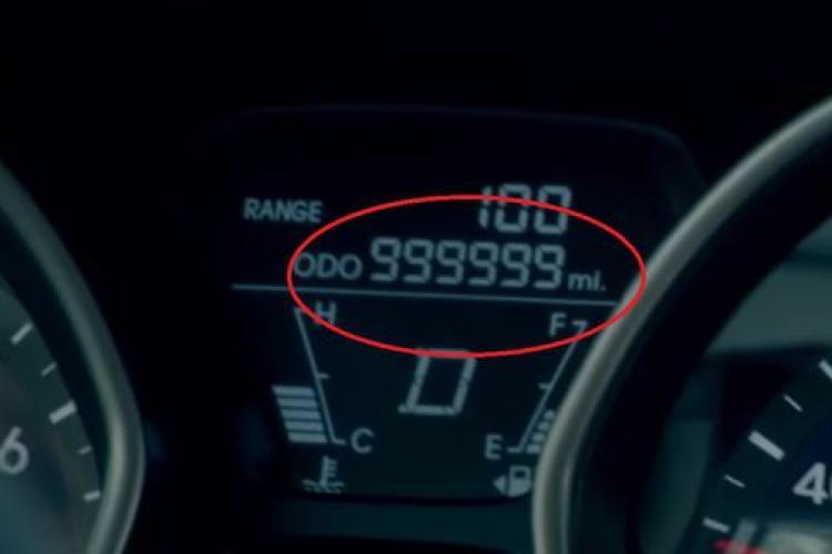 O şoferiţă a primit cadou o mașină nouă după ce a condus 1,6 milioane de km - VIDEO