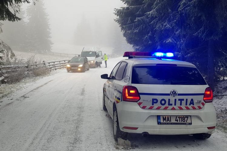 ATENȚIE în trafic pe timp de ninsoare! Recomandările polițiștilor pentru șoferii clujeni