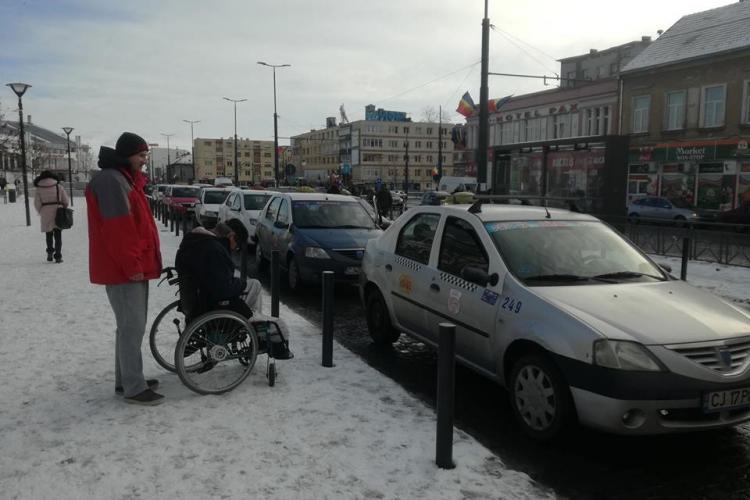 Cluj: Cum a fost umilită de taximetriști o persoană în scaun cu rotile - FOTO