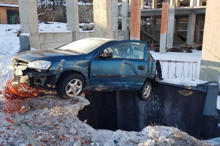 Parcare laterală pe Calea Turzii 2 - 4. Accident cu tentă SF - FOTO