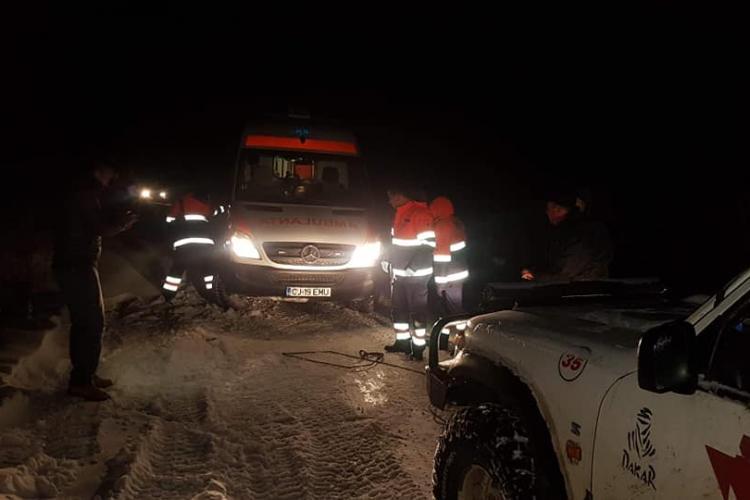 Ambulanță înzăpezită pe Valea Fânațelor! Felicitări CERT Transilvania - FOTO