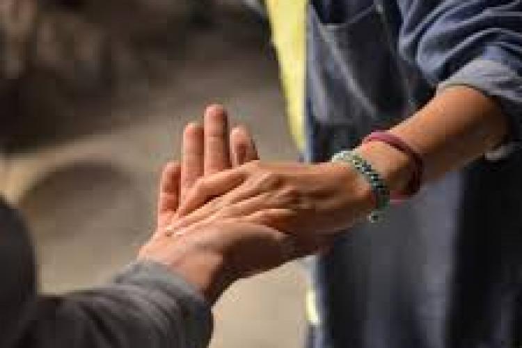 România, codașă în clasamentul mondial al generozității. Ce ne trage în jos