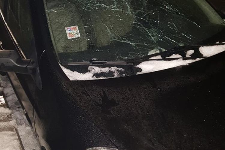 Mașini avariate pe strada Avram Iancu de zăpada căzută - FOTO