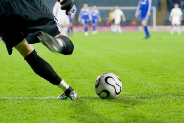 Un cunoscut fotbalist e căutat de poliția britanică pentru rasism și violențe
