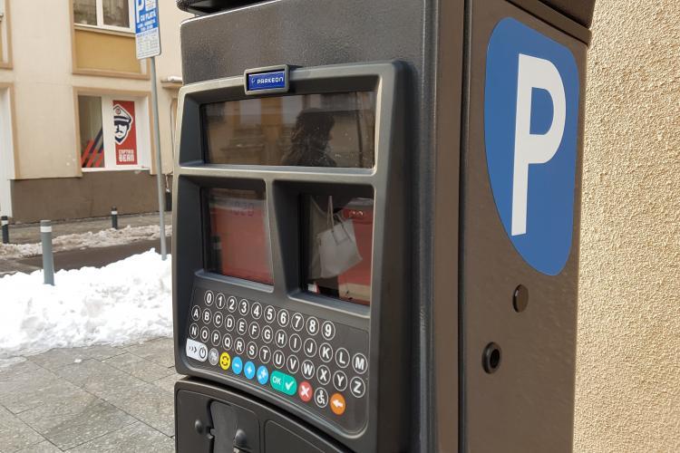 Parcometre noi în Cluj-Napoca. Se poate plăti cu cardul și au încărcare solară - FOTO