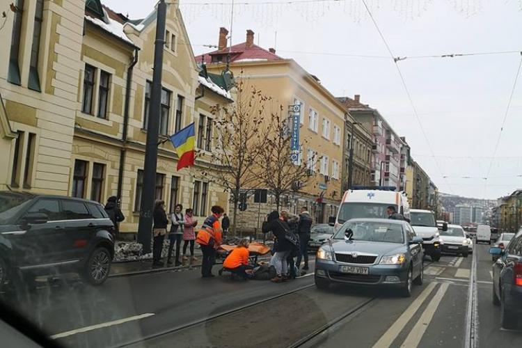 Accident cu victimă pe strada Horea. Un pieton a fost lovit de mașină FOTO