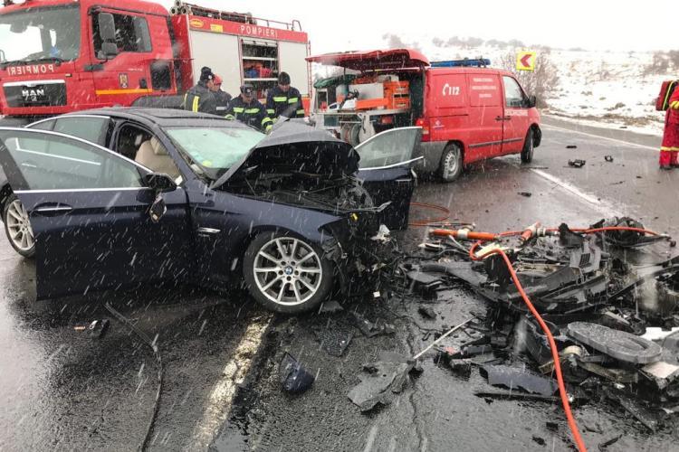 Accident mortal la Cluj! Un autoturism a intrat în plin într-un microbuz FOTO