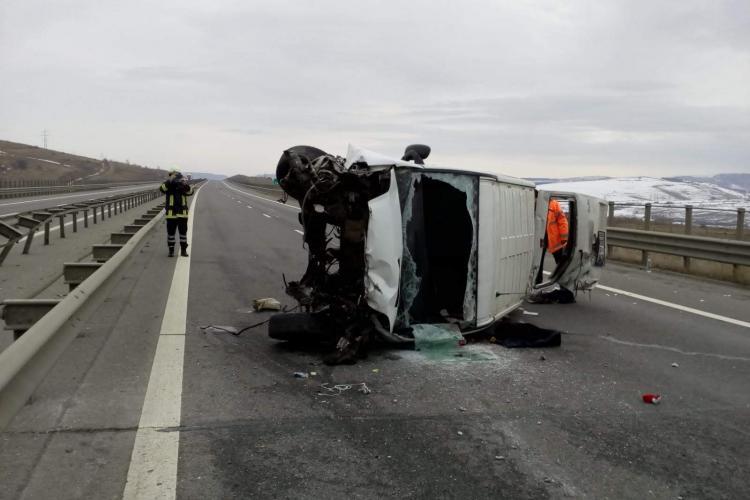 Accident GRAV pe Autostrada Transilvania. Microbuz răsturnat - VIDEO