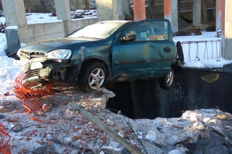 """Autorul """"parcării"""" suspendate de pe Calea Turzii, un șofer tânăr, beat la volan"""