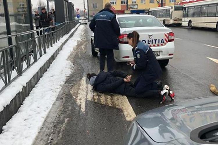Arestare în Piața Gării. Polițista a dat de pământ cu un șmecheraș - FOTO