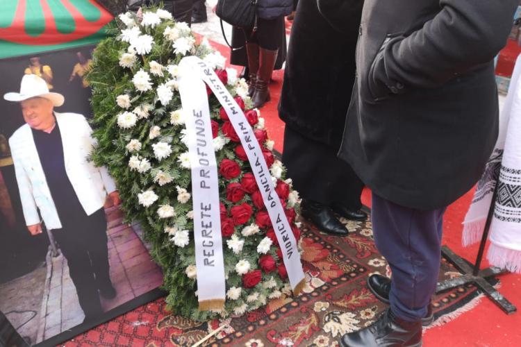 Premierul Viorica Dăncilă a trimis o coroană la înmormântarea bulibașei din Gilău, Rudi Varga