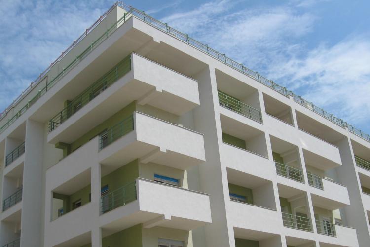 Piața imobiliară continuă prăbuşirea. În luna decembrie s-au vândut cu 22% mai puţine locuinţe