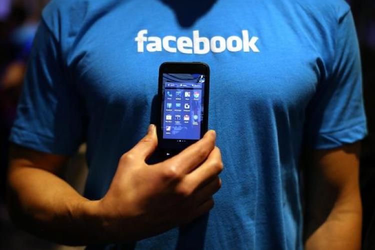 Facebook e la fel de dăunător ca fumatul