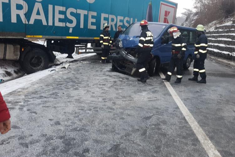 Accident în Bologa, pe DN1 Cluj-Bihor! Traficul rutier și feroviar e blocat - FOTO