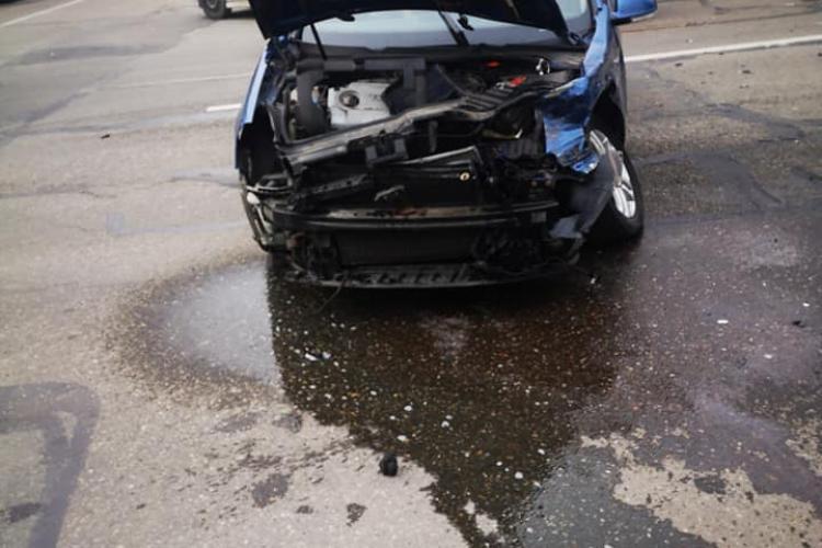 Accident cu trei victime pe strada Constantin Brâncuși, cauzat de o șoferiță neatentă FOTO