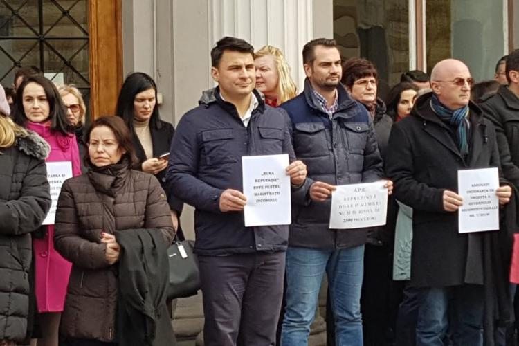 Aproximativ 100 de judecători protestează la Cluj FOTO/VIDEO