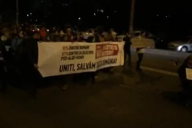 PROTEST împotriva OUG privind Legile Justiției. Mii de oameni au ieșit în stradă la Cluj VIDEO