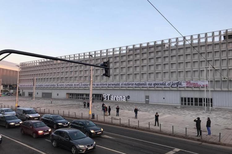 Suporterii U Cluj, nemulțumiți că UDMR a cerut să se ia jos bannerul de pe BT Arena