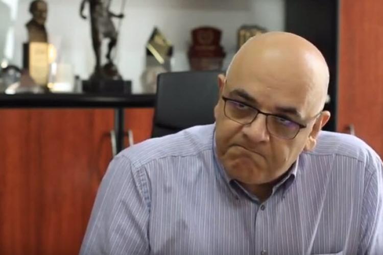 Raed Arafat: Ceapa și usturoiul nu cresc imunitatea. Sunt bazaconii care pun viața copiilor în pericol
