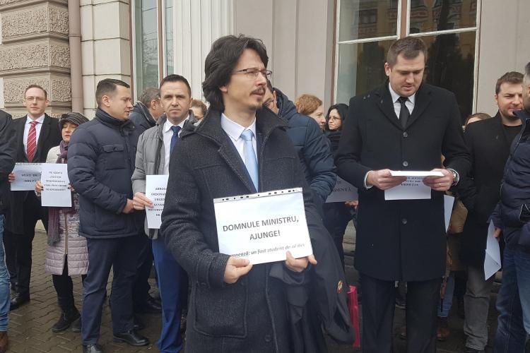 Judecătorii clujeni protestează și marți, după ce Tudorel Toader a pus că nu abrogă NIMIC