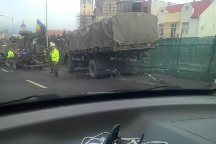 Camion al Armatei, fără frâne pe Calea Turzii. Cum s-a oprit - FOTO