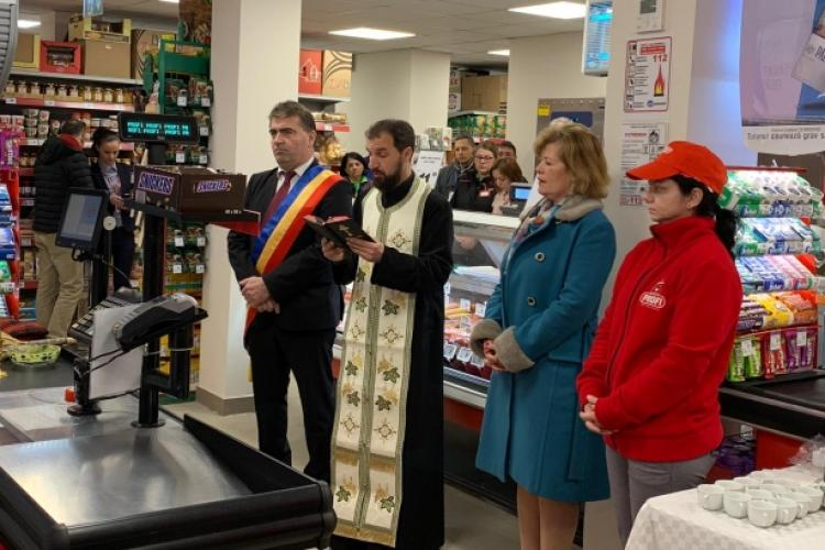 Magazin inaugurat la Cluj cu preot, slujbă și sfințire - FOTO