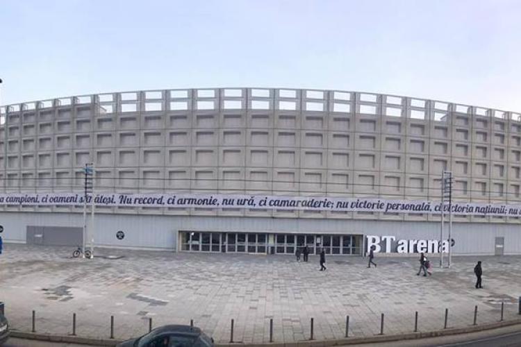 Banner SUPERB pe BT Arena amplasat de suporterii U Cluj - FOTO