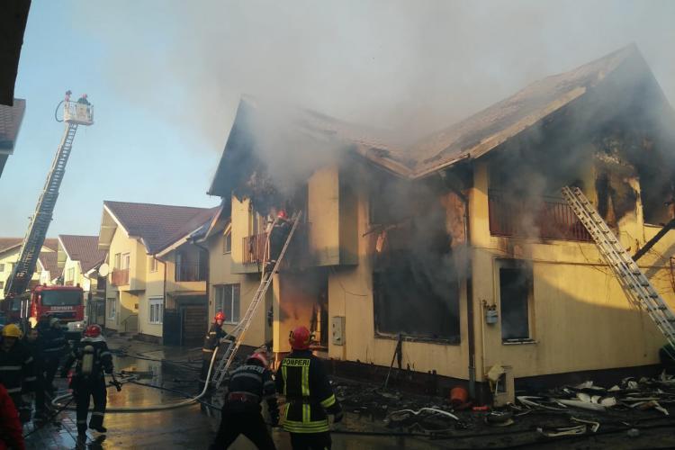 Incendiu pe strada Sub Cetate, Floresti. 2 case au luat foc VIDEO