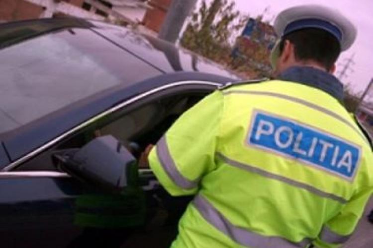 CLUJ: Șofer prins cu mașina în trafic, deși nu avea plăcute de înmatriculare și nici permis