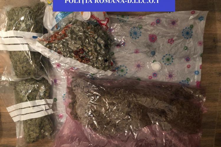 """Polițiștii clujeni au confiscat peste 4 kilograme de cannabis și alte droguri de la un """"dealer"""" de 22 de ani FOTO"""