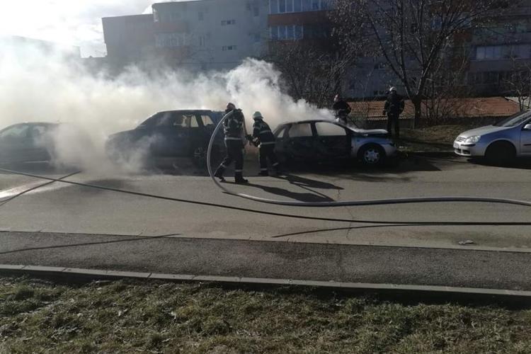 Două autoturisme au luat foc în Mărăști FOTO/VIDEO