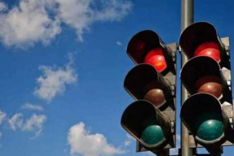Bulevardul 21 Decembrie, prima stradă din România cu sistem de depistare a șoferilor care trec pe roșu
