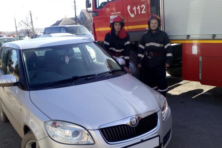 Jud. Cluj: Copii de 2 ani blocați într-o mașină în Huedin
