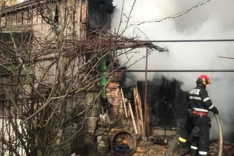 Incendiu la o locuință din Turda. O persoană a fost rănită FOTO