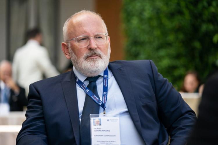 Adina Florea i-a deschis dosar lui Frans Timmermans, prim-vicepreședinte al Comisiei Europene