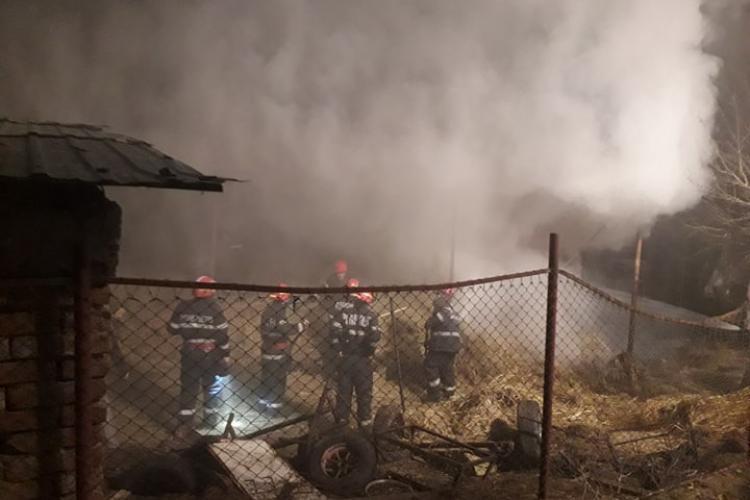 Incendiu la un hambar cu fân din Salatiu, comuna Mintiu Gherlii - FOTO