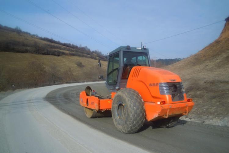 Prins de rușine, Tișe cârpește DJ 107M, spre Băișoara, drumul craterelor - FOTO