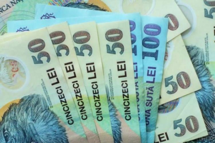 Românii care au muncit între 1975 şi 2001 vor primi bani în plus