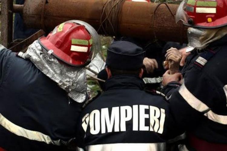 Tragedie în Dezmir. Un tânăr s-a aruncat în fântână și a fost salvat de rude - FOTO
